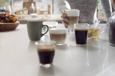 Des cafés préparés avec une cafetière à grains