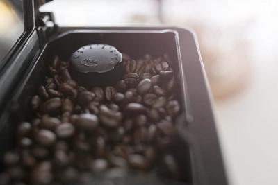 Caracteristique de la cafetière à grains Philips serie 5000 - bac à grains