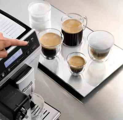 Cafés / Cappuccino réalisés avec une machine Cafe Delonghi grâce au système latte Crema